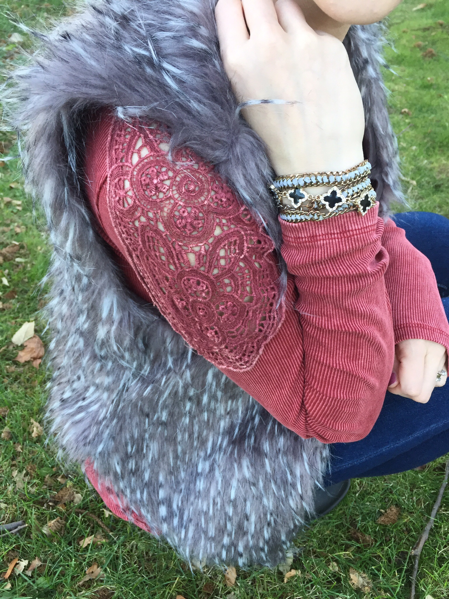 last fall outfit fur vest with detailed shirt