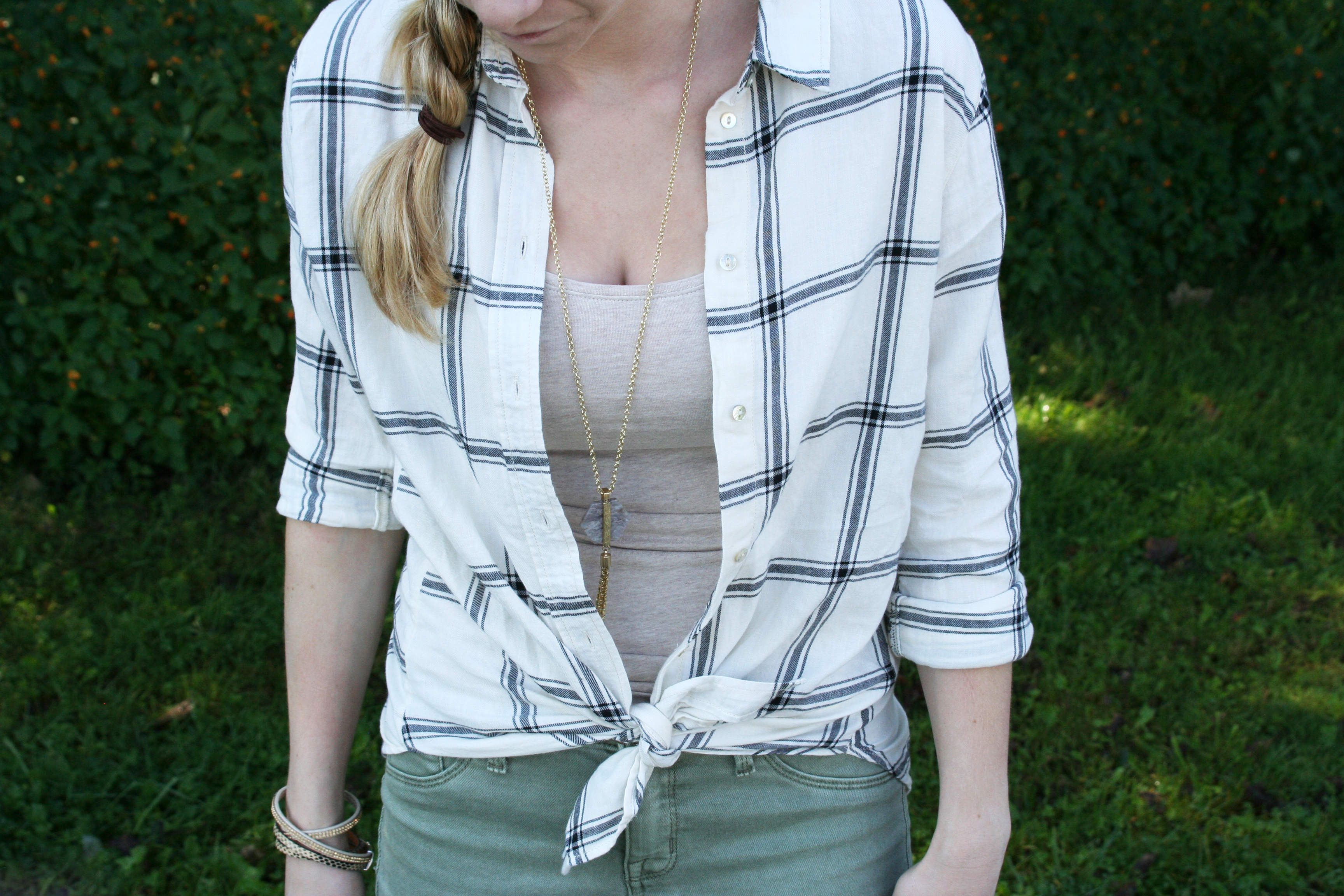 green-pants-and-stripes-cloes-up-2