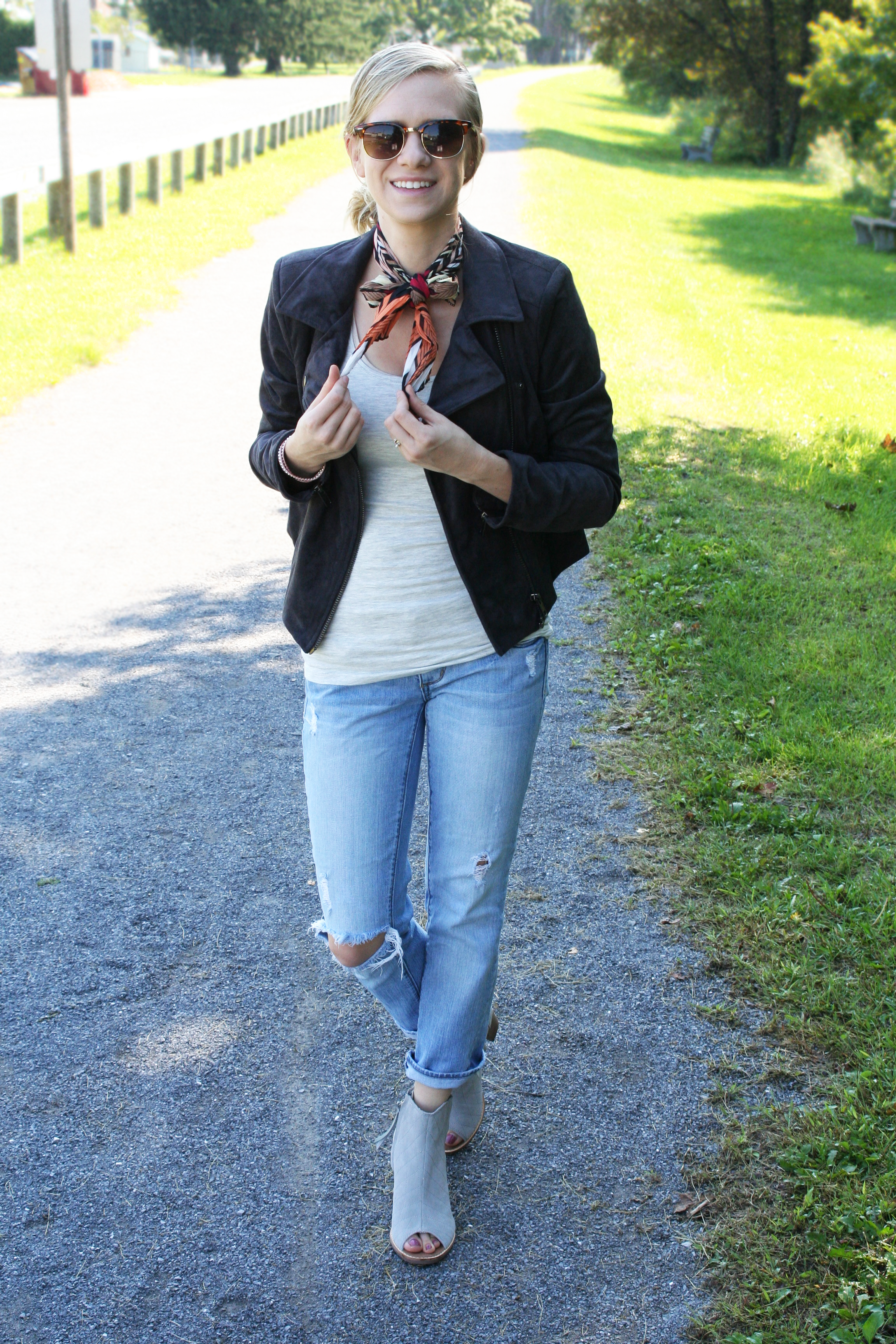 neck-tie-and-ripped-jeans-5