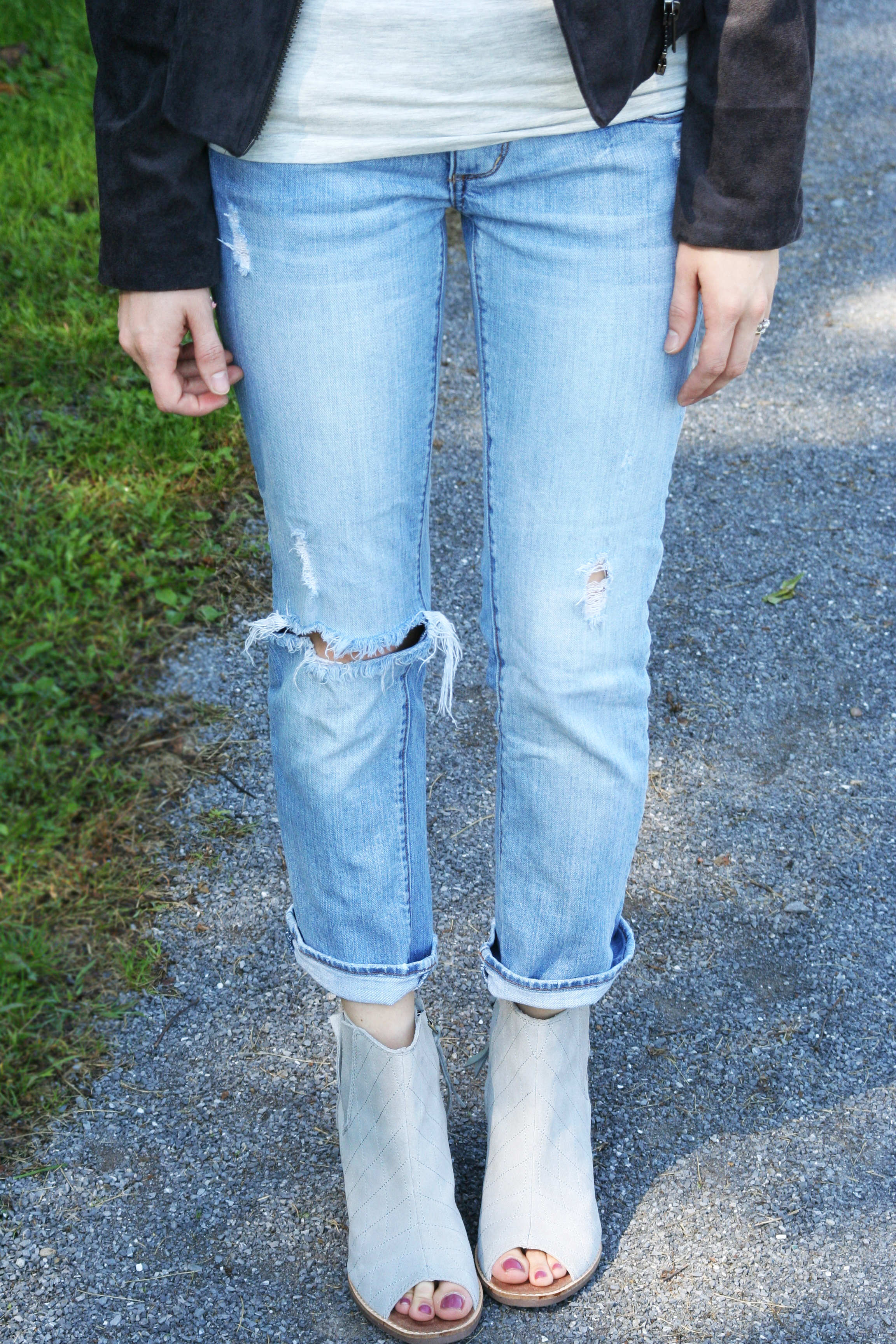 neck-tie-and-tipped-jeans-detials-_edited-1