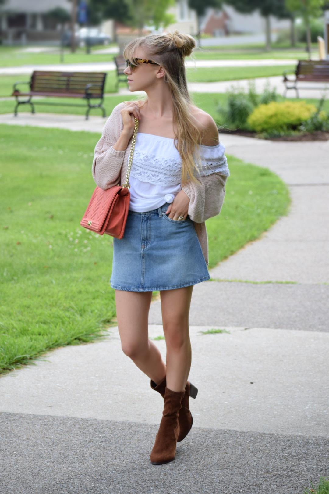 Five Easy Ways To Transform A Denim Skirt Into The Perfect Fall Outfit - Everyday Maeve