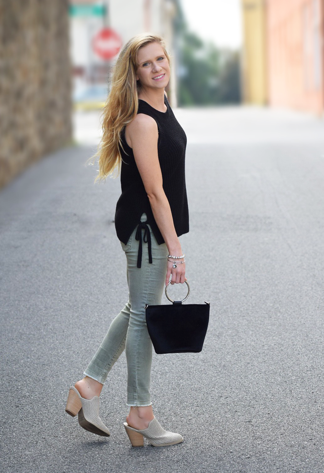 fall style with skinny jeans and mules